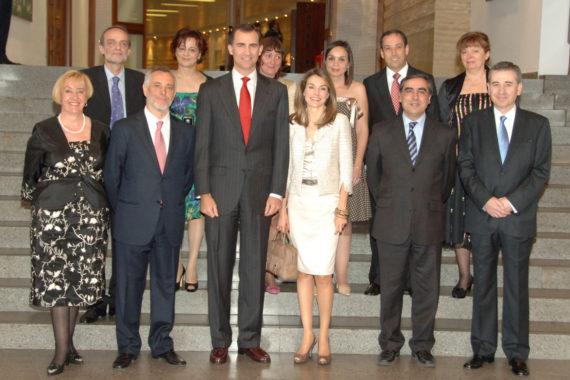 El presidente de FUDEN, Víctor Aznar, acompaña a los Príncipes de Asturias y actuales monarcas en la celebración del XX Aniversario de la Fundación para el Desarrollo de la Enfermería